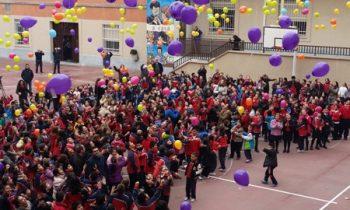 Miles de globos al cielo por el Bicentenario de Don Bosco
