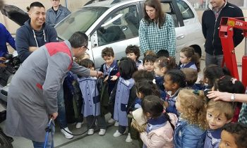 Los peques de Infantil visitan los talleres de mecánica de FP