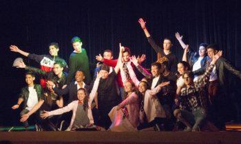 ¡Los Ados estrenan el musical Grease por todo lo alto!